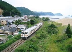 Kiha40@旧道瀬隧道へ DH000056