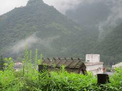 城山と古民家