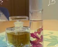 香水とネイルオイ(花びら入り)ル